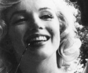 Marilyn Monroe, black and white, and girl image
