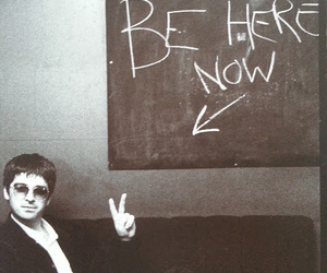noel gallagher, oasis, and be here now image