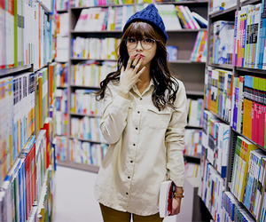 ulzzang, book, and kfashion image