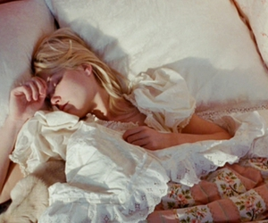 marie antoinette, Kirsten Dunst, and bed image