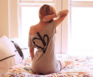 bed, tee, and blonde image