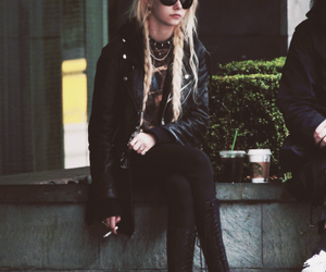 black, outfit, and the pretty reckless image