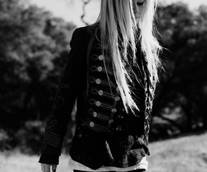Avril Lavigne, black and white, and Avril image