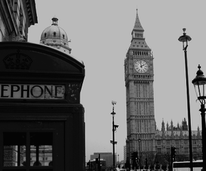 Londres and e.g.: black and white image