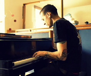 chester bennington, linkin park, and piano image