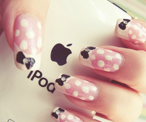 nails and ipod image