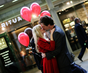 couple, love, and balloons image