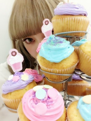 katie and cupcakes image