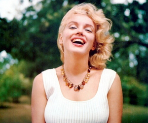 Marilyn Monroe, blonde, and smile image
