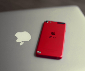 apple and ipod image