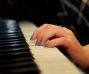 تفسير البيانو في الحلم رؤية العزف على البيانو في المنام