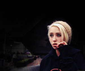 skins, naomi, and Lily Loveless image
