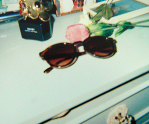 vintage, glasses, and daisy image