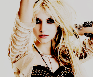 Taylor Momsen and girl image