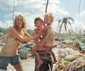 the impossible, lo imposible, and tom holland image