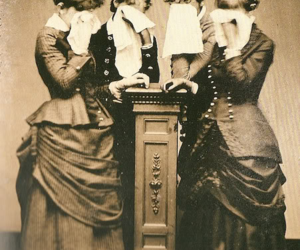 victorian, women, and cry image
