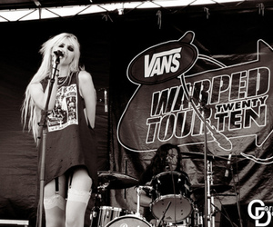 Taylor Momsen, black and white, and concert image