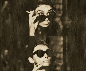 audrey hepburn, black and white, and Breakfast at Tiffanys image