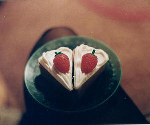cake, vintage, and strawberry image