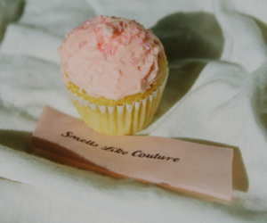 cupcake, frosting, and pastery image