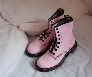 dr martens, fashion, and light pink image