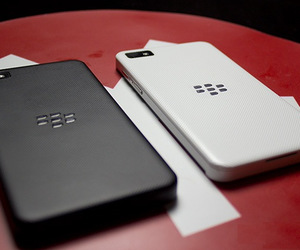 blackberry z10 and sale in canada image