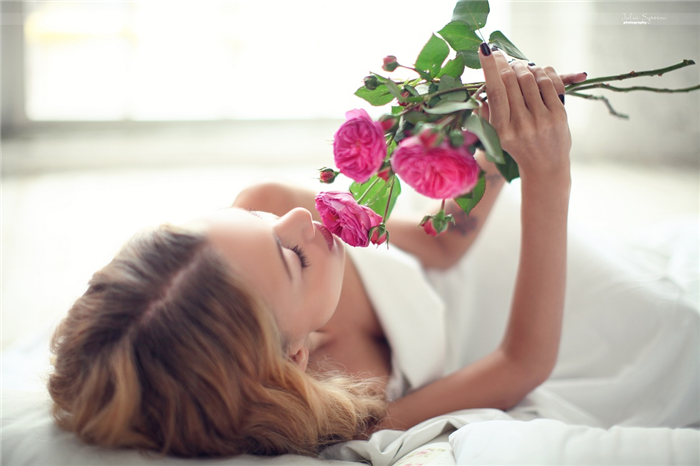 flowers, girl, and romantic image