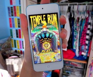 iphone, temple run, and game image