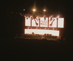concert and paramore image