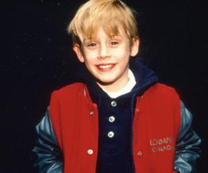 Macaulay Culkin, home alone, and boy image
