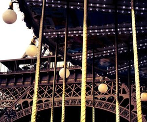 tour d'eiffel and show me the world image