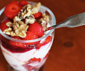 food, strawberry, and cereal image