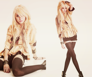 girl and Taylor Momsen image