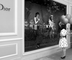 dior boutique ballon girl image