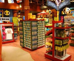universal, gift shop, and spongebob storepants image