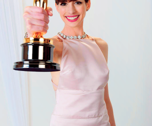 Anne Hathaway and oscar image