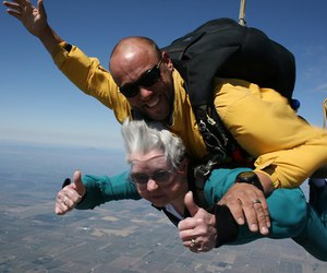 funny picture, cool picture, and skydiving image
