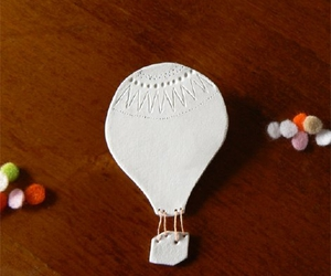 air balloon and brooch image