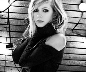 Avril Lavigne and black and white image
