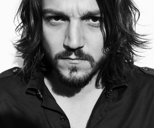 diego luna and man image