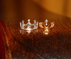 Queen, king, and rings image