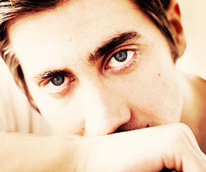 jake gyllenhaal and eyes image