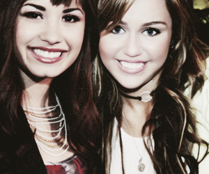 demi lovato, memi, and miley cyrus image