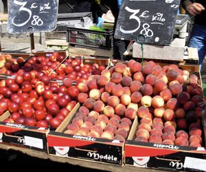 fruit, market, and peaches image