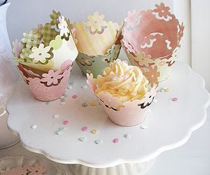cake stand, cupcakes, and cute image
