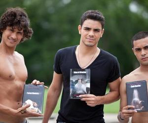 the fuentes brothers and quimica perfecta image