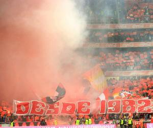 1982, diabos vermelhos, and benfica supporters image