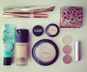 benefit and mac image
