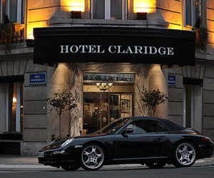 car and hotel image