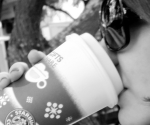 girl, oculos, and starbucks image